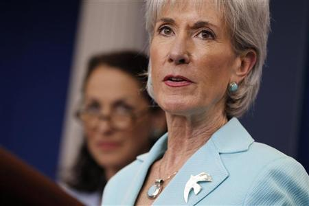 U.S. Health and Human Services Secretary Kathleen Sebelius and the FDA's Margaret Hamburg announce new tobacco package labelling, in the Brady Press Briefing Room of the White House in Washington, June 21, 2011. REUTERS/Jason Reed