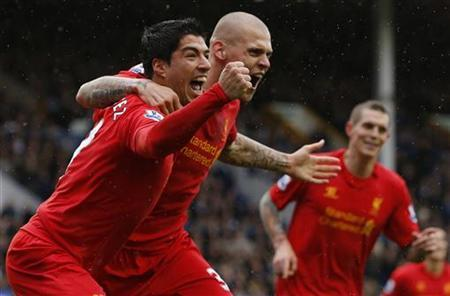 Liverpool's Luis Suarez (L) celebrates with Martin Skrtel after scoring a goal during their English Premier League soccer match against Everton at Goodison Park in Liverpool, northern England, October 28, 2012. REUTERS/Phil Noble