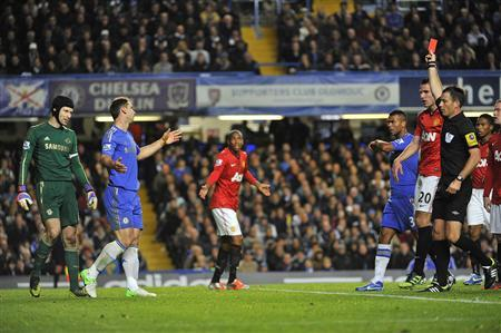 Chelsea's Branislav Ivanovic (2nd L) is sent off by referee Mark Clattenburg during their English Premier League soccer match against Manchester United at Stamford Bridge in London October 28, 2012. REUTERS/Toby Melville