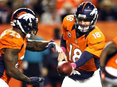 Denver Broncos running back Willis McGahee (L) takes a handoff from Denver quarterback Peyton Manning against the New Orleans Saints in the first quarter of their NFL football game in Denver October 28, 2012. REUTERS/Rick Wilking