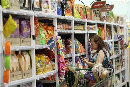 A shopper browses items inside a Fresh & Easy store in Burbank, California October 19, 2012. REUTERS/Mario Anzuoni