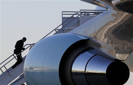 U.S. President Barack Obama walks up the steps to Air Force One before he departs Orlando to return to Washington after cancelling his campaign event in Florida due to bad weather in Washington October 29, 2012. REUTERS/Larry Downing