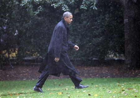 U.S. President Barack Obama walks to the Oval Office of the White House upon his return to Washington, October 29, 2012. REUTERS/Jason Reed