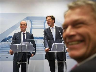 Dutch Prime Minister Mark Rutte of the Liberal Party, Diederik Samsom (L) of the Labour Party and Labour Party member Wouter Bos (R) attend a news conference at The Hague October 29, 2012. REUTERS/Michael Kooren