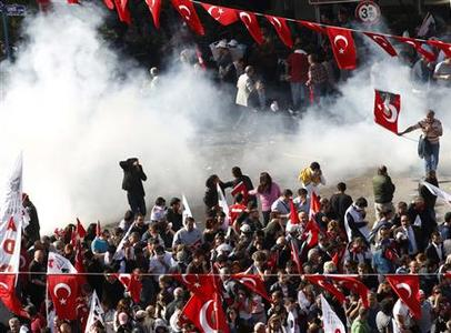 Demonstrators run as police use tear gas to disperse them in central Ankara October 29, 2012. REUTERS/Umit Bektas