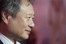 """Diretor de cinema Ang Lee é visto na estréia de seu filme """"A Vida de Pi"""", em Nova York. Não foram os efeitos especiais, o tigre falso nem as cenas subaquáticas. A coisa mais difícil na realização do filme foi simplesmente contar a história, disse Ang Lee na segunda-feira. 28/10/2012 REUTERS/Andrew Kelly"""