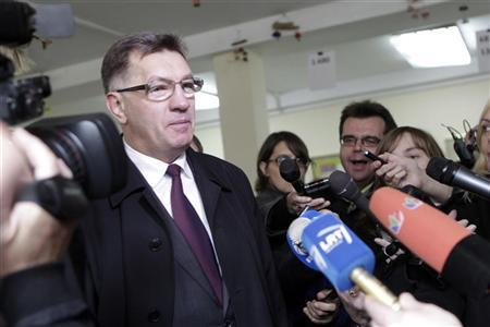 Social-democratic party leader Algirdas Butkevicius speaks to the media as he casts his vote in Vilnius October 14, 2012. REUTERS/Ints Kalnins