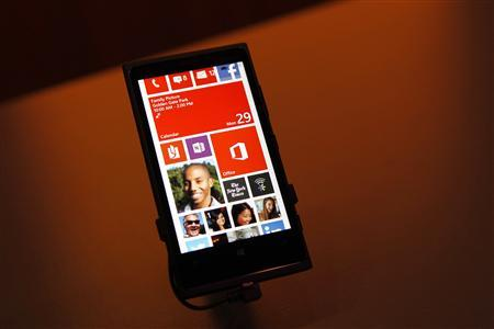 A Nokia Lumia 920 featuring Windows Phone 8 is displayed during an event in San Francisco, California October 29, 2012. REUTERS/Robert Galbraith