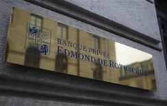 <p>Edmond de Rothschild va supprimer 66 postes en France sur un total d'un millier dans le cadre du recentrage du groupe sur les métiers de gestion d'actifs. /Photo d'archives/REUTERS/Denis Balibouse</p>