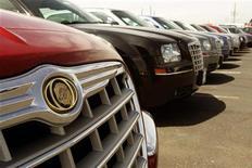 <p>Fiat publie un bénéfice opérationnel au troisième trimestre de 951 millions d'euros, supérieur aux attentes, grâce à la hausse des ventes de la filiale américaine Chrysler qui a compensé les pertes en Europe. /Photo d'archives/REUTERS/Rick Wilking</p>