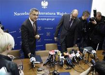 Polish military prosecutor Ireneusz Szelag (L) and press spokesman Zbigniew Rzepa arrive for a news conference in Warsaw October 30, 2012. Polish prosecutors denied a newspaper report that investigators found traces of explosives on the wreckage of the government jet that crashed in Russia two years ago, killing Poland's President Lech Kaczynski and 95 others. REUTERS/Peter Andrews