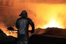<p>US Steel a publié un bénéfice trimestriel en forte hausse, mais a prévenu que les résultats du quatrième trimestre seraient impactés par le ralentissement économique mondial. Le premier sidérurgiste des Etats-Unis en volume a fait état d'un bénéfice net de 44 millions de dollars contre 22 millions de dollars l'année précédente. /Photo d'archives/REUTERS/Radu Sigheti</p>