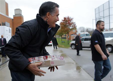 Republican presidential nominee Mitt Romney loads relief supplies for people affected by Hurricane Sandy into a truck at a storm relief campaign event in Kettering, Ohio October 30, 2012. REUTERS/Brian Snyder
