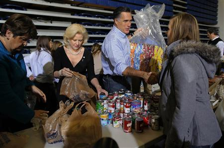 U.S. Republican presidential nominee Mitt Romney accepts relief supplies for people affected by Hurricane Sandy at a storm relief campaign event in Kettering, Ohio October 30, 2012. REUTERS/Brian Snyder