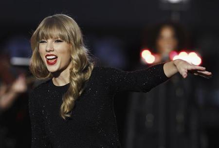 Singer Taylor Swift performs on stage during ABC's 'Good Morning America' in New York, October 23, 2012. REUTERS/Lucas Jackson