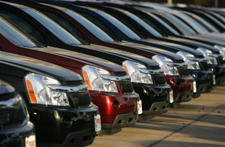 Cars made by Chevrolet are seen at a dealership in Dallas December 3, 2008. REUTERS/Jessica Rinaldi/Files