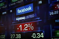 Monitor mostra o valor da ação do Facebook durante as operações na bolsa NASDAQ, em Nova York. As ações do Facebook chegaram a cair 4 por cento durante a manhã de negociações nesta quarta-feira após a empresa autorizar funcionários a começarem a vender algumas ações. 04/06/2012 REUTERS/Eric Thayer