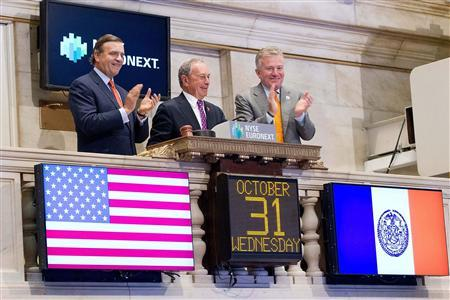 Mayor Michael Bloomberg rings the opening bell at the New York Stock Exchange in New York, October 31, 2012. The exchange opened Wednesday following Hurricane Sandy. REUTERS/Dario Cantatore/NYSE Euronext/Handout