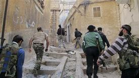 Members of the Free Syrian Army climb up stairs during clashes with pro-government forces in Haram town, Idlib Governorate, October 30, 2012. REUTERS/Abdalghne Karoof