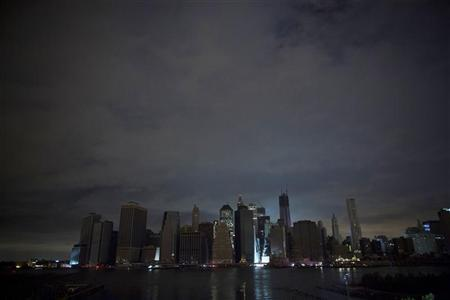 A largely unlit downtown Manhattan stands under a night sky due to a power blackout caused by Hurricane Sandy in New York October 30, 2012.REUTERS/Andrew Kelly