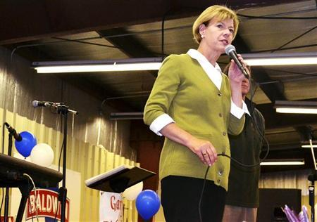 Democratic U.S. Senate candidate Tammy Baldwin speaks to supporters at a corn roast in West Salem, Wisconsin September 27, 2012. REUTERS/Nick Carey