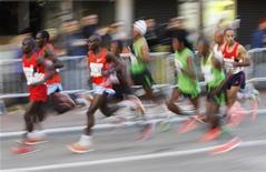 Atletas do pelotão de elite correm a Maratona de Nova York em novembro de 2011, nos Estados Unidos. 06/11/2011 REUTERS/Jessica Rinaldi