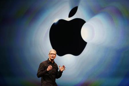 Apple Inc. CEO Tim Cook takes the stage during Apple Inc.'s iPhone media event in San Francisco, California September 12, 2012. REUTERS/Beck Diefenbach