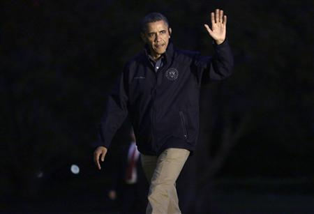 U.S. President Barack Obama waves as he returns to the White House in Washington October 31, 2012. REUTERS/Joshua Roberts