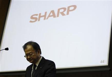 Sharp Corp's President Takashi Okuda attends a news conference in Tokyo November 1, 2012. Struggling Japanese TV maker Sharp Corp warned it might not be able to survive on its own, as it almost doubled its full-year net loss forecast to $5.6 billion, and said it was considering alliances with other companies. REUTERS/Issei Kato