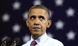 Президент США Барак Обама во время выступления в Скрэнтоне, Пенсильвания, 30 ноября 2011 года. Барак Обама к концу первого срока на посту главы государства столкнулся с жесткой конкуренцией со стороны кандидата от республиканцев Митта Ромни, угрожающего его переизбранию на выборах 6 ноября. REUTERS/Kevin Lamarque