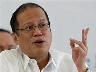 Philippines President Benigno Aquino gestures as he answers questions during the annual forum of the Foreign Correspondents Association of the Philippines (FOCAP) at a hotel in Manila October 17, 2012. REUTERS/Cheryl Ravelo