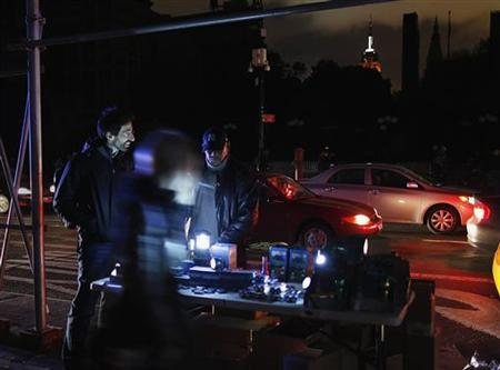 A man sells flashlights in the aftermath of Hurricane Sandy in New York October 31, 2012. REUTERS/Carlo Allegri