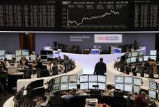 <p>Les Bourses européennes ont clôturé en hausse jeudi dans le sillage de Wall Street, les marchés actions ayant été dopés par des statistiques confirmant la reprise de l'activité manufacturière et une remontée de la confiance des consommateurs aux Etats-Unis. Paris a fini en hausse de 1,35%, Londres a gagné 1,37%, Francfort 1,03% et Milan 1,72%. /Photo prise le 1er novembre 2012/REUTERS/Remote/Staff</p>