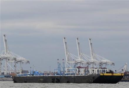 An oil tanker is anchored in New York Harbor October 31, 2012. REUTERS/Brendan McDermid