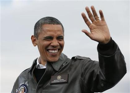 U.S. President Barack Obama waves at a campaign event at Austin Straubel Airport International Airport in Green Bay, Wisconsin, November 1, 2012. REUTERS/Larry Downing