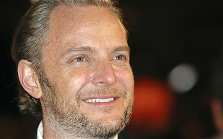 Director Francis Lawrence poses at the premiere of ''I Am Legend'' in London December 19, 2007. REUTERS/Anthony Harvey