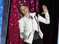 Actress Jodie Foster presents the award for movie of the year at the 2012 MTV Movie Awards in Los Angeles, June 3, 2012. REUTERS/Mario Anzuoni