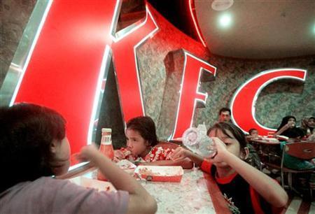 Phile photo of young Malaysians eating at a KFC Restaurant in Kuala Lumpur Sept. 6, 1999. BM/PB