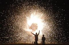 People ignite fireworks during Diwali celebrations in the northern Indian city of Lucknow October 21, 2006. REUTERS/Pawan Kumar