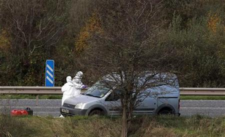 Forensic officers search the scene on the M1 motorway where prison officer David Black was shot as he drove near the town of Lurgan, Northern Ireland November 1, 2012. REUTERS/Cathal McNaughton