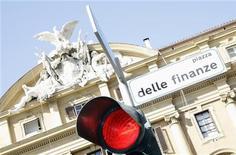 Il palazzo del Ministero delle Finanze a Roma. REUTERS/Alessandro Bianchi (ITALY)