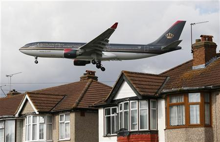A Royal Jordanian airways jet arrives over the top of houses to land at Heathrow Airport in west London August 28, 2012. REUTERS/Stefan Wermuth