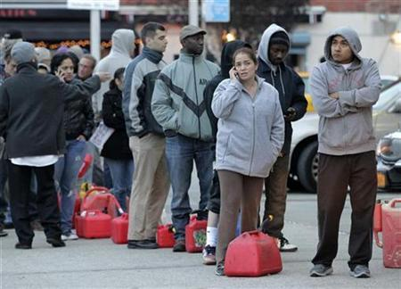 People wait for gas at a Hess fuelling station in Brooklyn, New York Harbor, November 2, 2012. REUTERS/Brendan McDermid