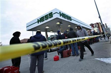 Police tape blocks the entrance to a fuelling station where people wait inline in Brooklyn, New York Harbor, November 2, 2012. REUTERS/Brendan McDermid