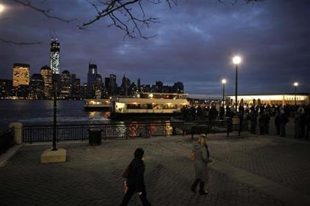 Commuters wait in line for their ferry to go to Manhattan from Paulus Hook Pier at Exchange Place in New Jersey November 2, 2012. REUTERS/Eduardo Munoz