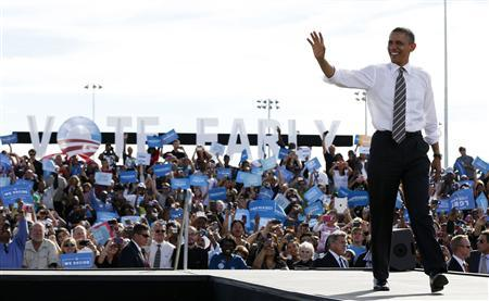 U.S. President Barack Obama waves at a campaign event at Cheyenne Sports Complex in Las Vegas, Nevada November 1, 2012. REUTERS/Larry Downing