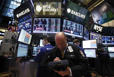 Traders work on the floor of the New York Stock Exchange following its reopening in New York October 31, 2012. U.S. stocks edged higher on Wednesday in the first trading session since the massive storm Sandy in the U.S. Northeast forced a two-day market closure. REUTERS/Brendan McDermid