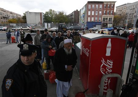 A New York City Police officer watches over a Hess fuelling station in Brooklyn, New York, November 2, 2012. REUTERS/Brendan McDermid