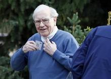 Berkshire Hathaway CEO Warren Buffett attends the Allen & Co Media Conference in Sun Valley, Idaho July 12, 2012. REUTERS/Jim Urquhart (UNITED STATES - Tags: SCIENCE TECHNOLOGY BUSINESS MEDIA SOCIETY WEALTH)
