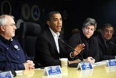 """Presidente Barack Obama se reuniu neste sábado com autoridades de respostas a emergência para pedir que cortem a """"burocracia"""" nas medidas após o furacão Sandy. 03/11/2012. REUTERS/Jonathan Ernst"""